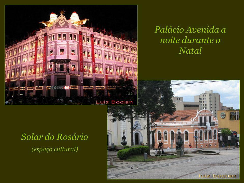 Palácio Avenida a noite durante o Natal