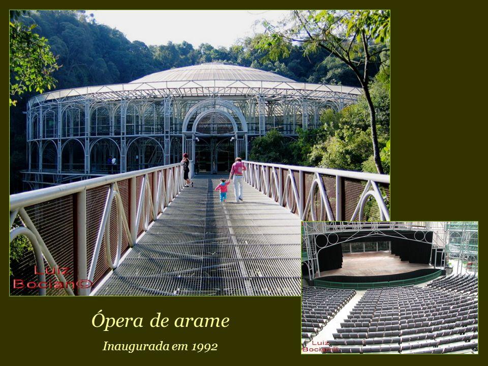 Ópera de arame Inaugurada em 1992