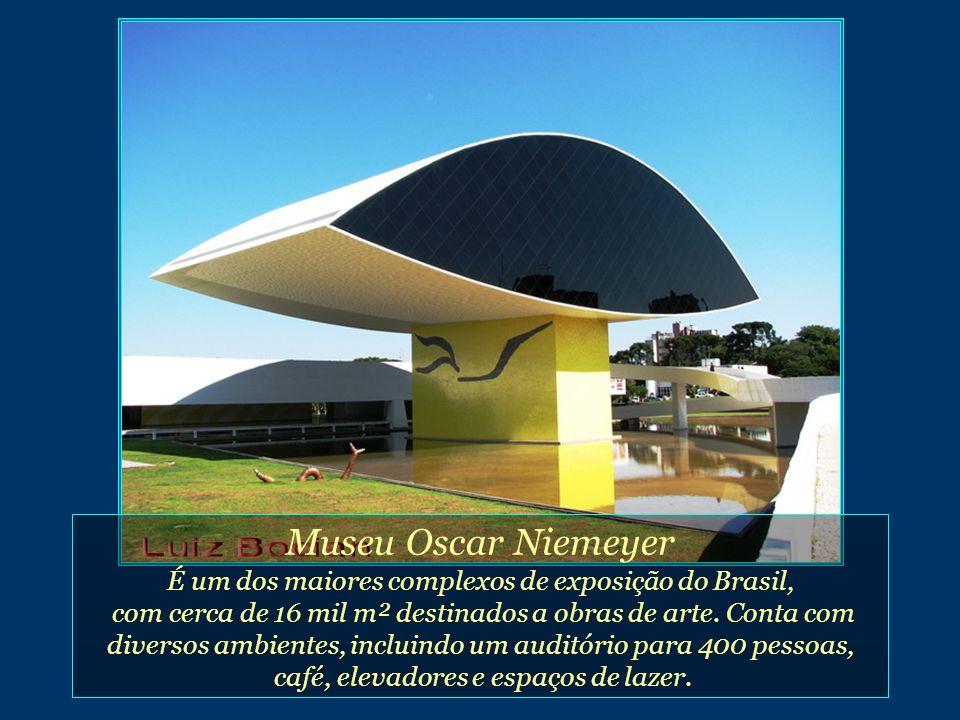 Museu Oscar Niemeyer É um dos maiores complexos de exposição do Brasil,