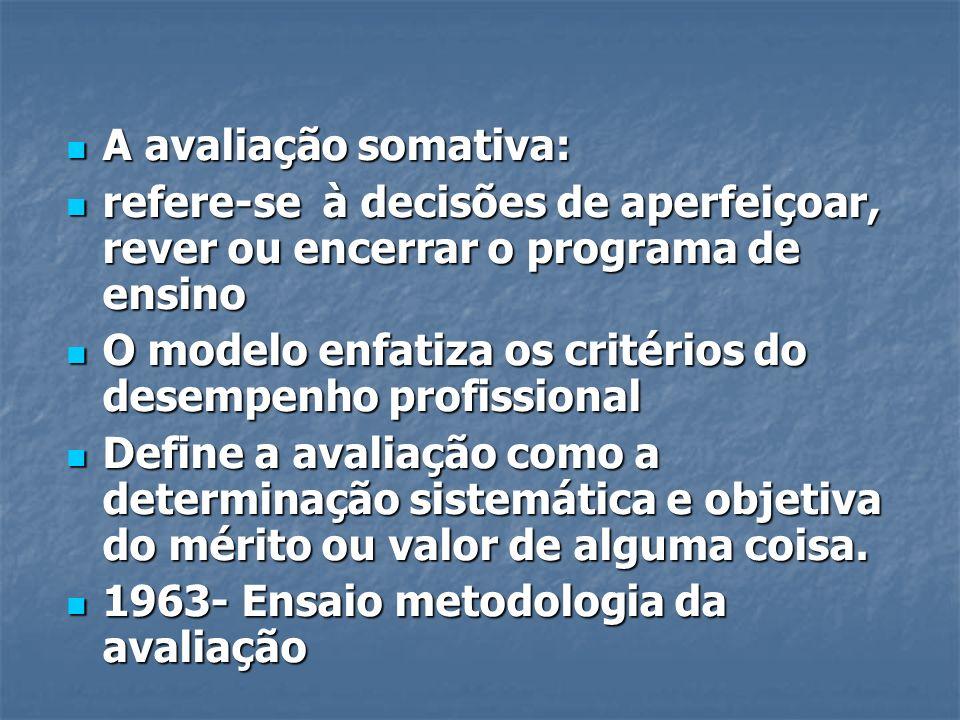 A avaliação somativa: refere-se à decisões de aperfeiçoar, rever ou encerrar o programa de ensino.