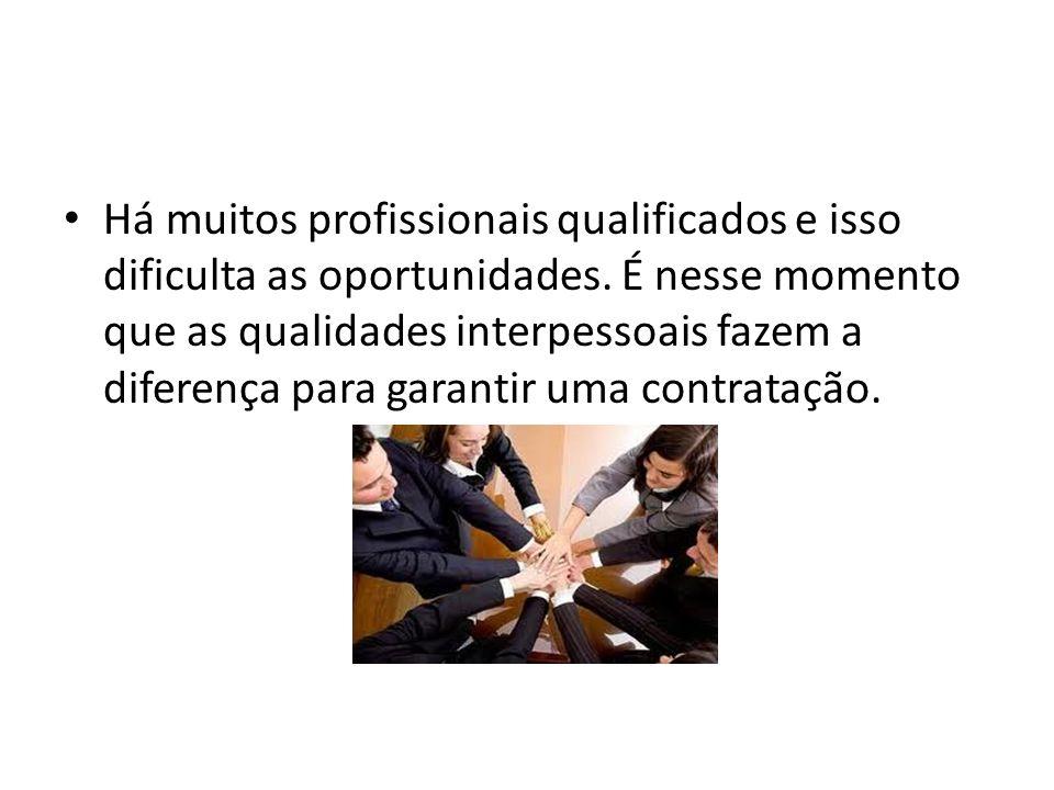 Há muitos profissionais qualificados e isso dificulta as oportunidades