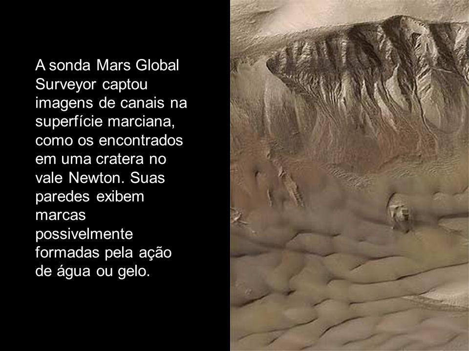 A sonda Mars Global Surveyor captou imagens de canais na superfície marciana, como os encontrados em uma cratera no vale Newton. Suas