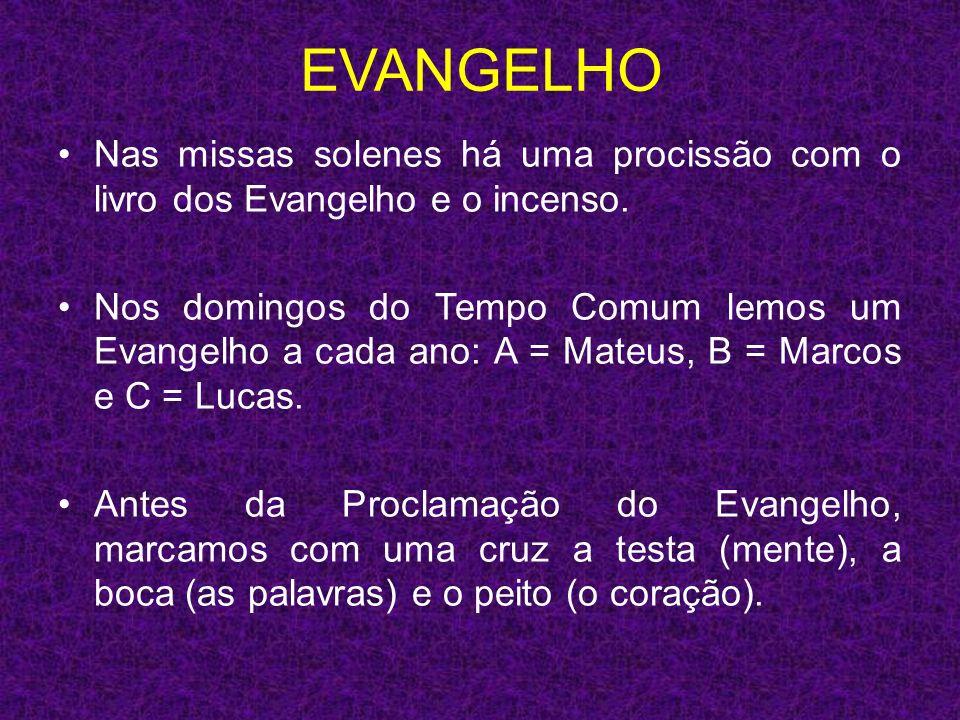 EVANGELHO Nas missas solenes há uma procissão com o livro dos Evangelho e o incenso.