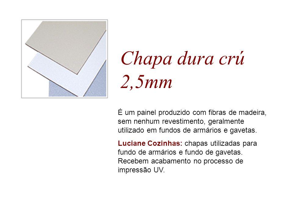 Chapa dura crú 2,5mm É um painel produzido com fibras de madeira, sem nenhum revestimento, geralmente utilizado em fundos de armários e gavetas.