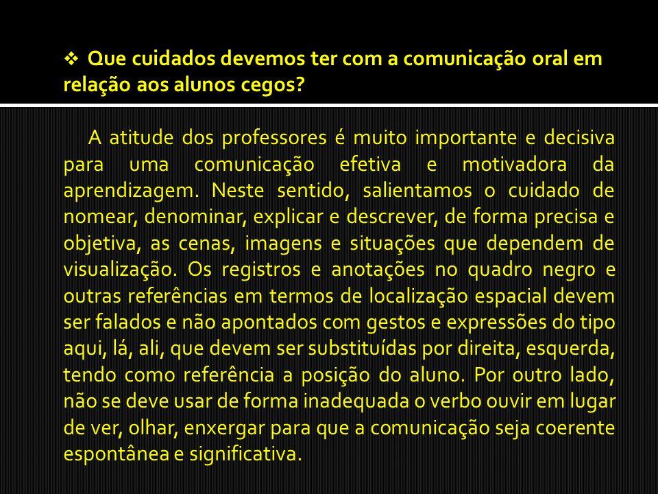 Que cuidados devemos ter com a comunicação oral em relação aos alunos cegos