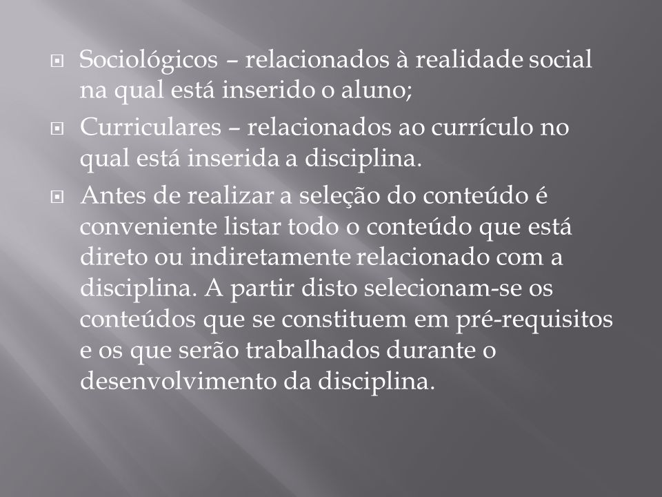 Sociológicos – relacionados à realidade social na qual está inserido o aluno;