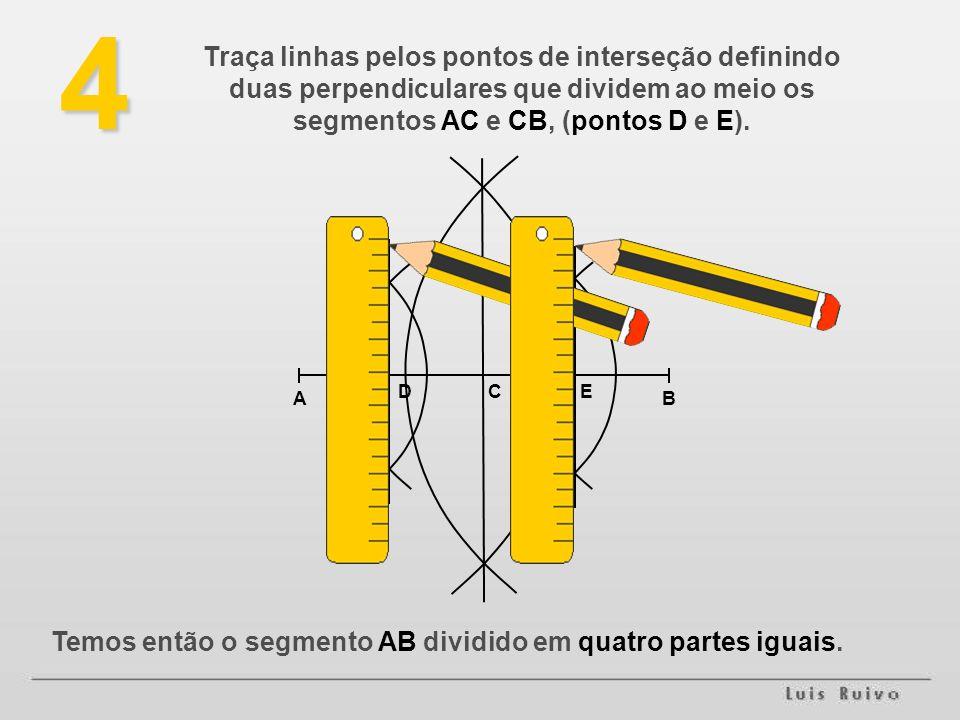 4 Traça linhas pelos pontos de interseção definindo duas perpendiculares que dividem ao meio os segmentos AC e CB, (pontos D e E).