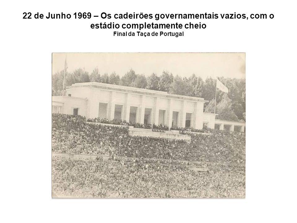 22 de Junho 1969 – Os cadeirões governamentais vazios, com o estádio completamente cheio Final da Taça de Portugal