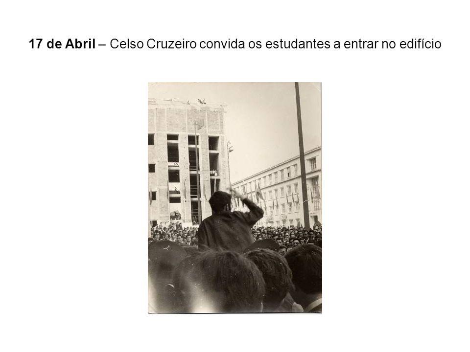 17 de Abril – Celso Cruzeiro convida os estudantes a entrar no edifício