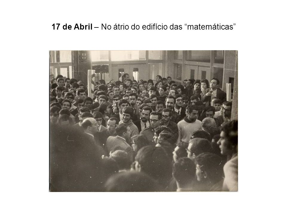 17 de Abril – No átrio do edifício das matemáticas