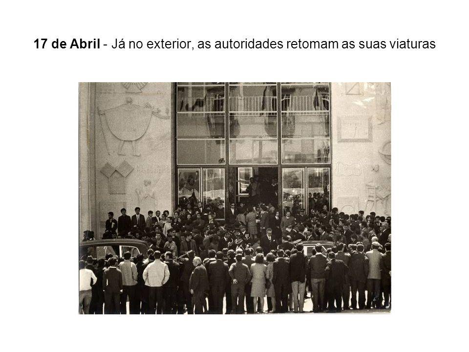 17 de Abril - Já no exterior, as autoridades retomam as suas viaturas