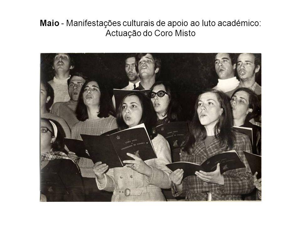 Maio - Manifestações culturais de apoio ao luto académico: Actuação do Coro Misto