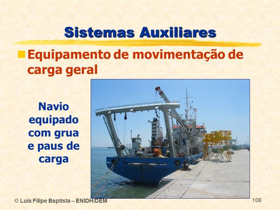 Navio equipado com grua e paus de carga