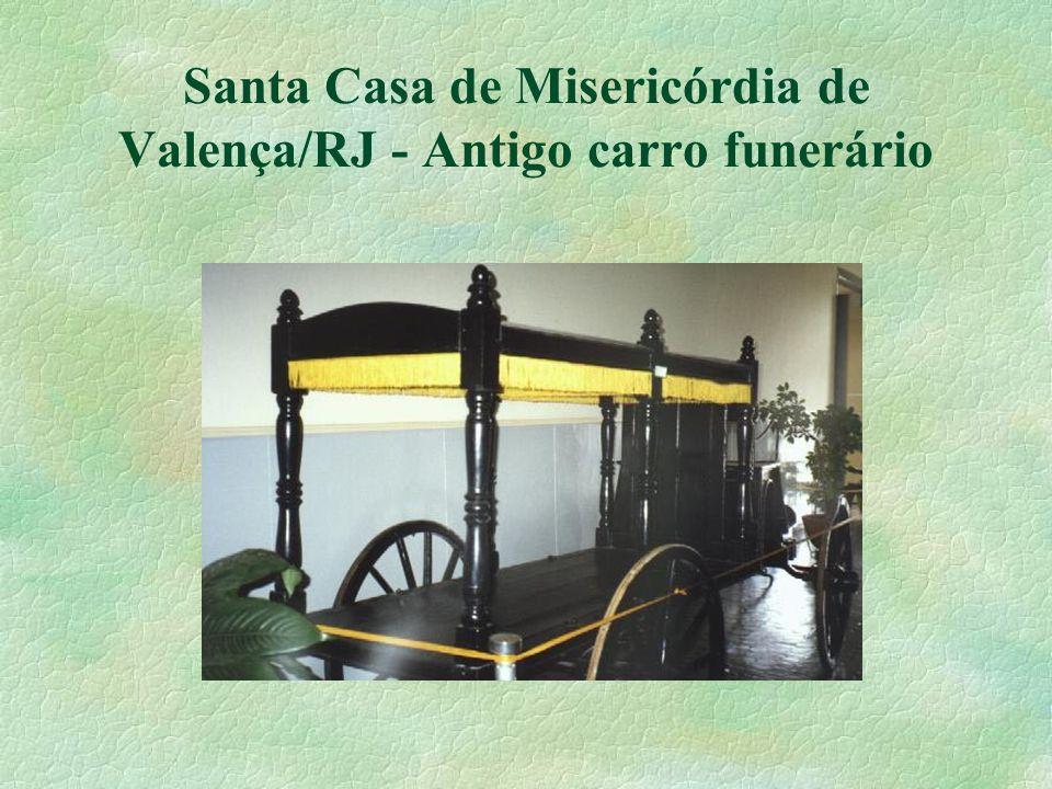 Santa Casa de Misericórdia de Valença/RJ - Antigo carro funerário
