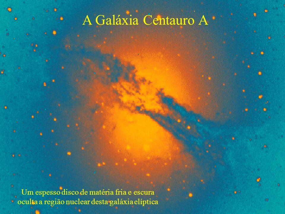 A Galáxia Centauro A Um espesso disco de matéria fria e escura oculta a região nuclear desta galáxia elíptica.