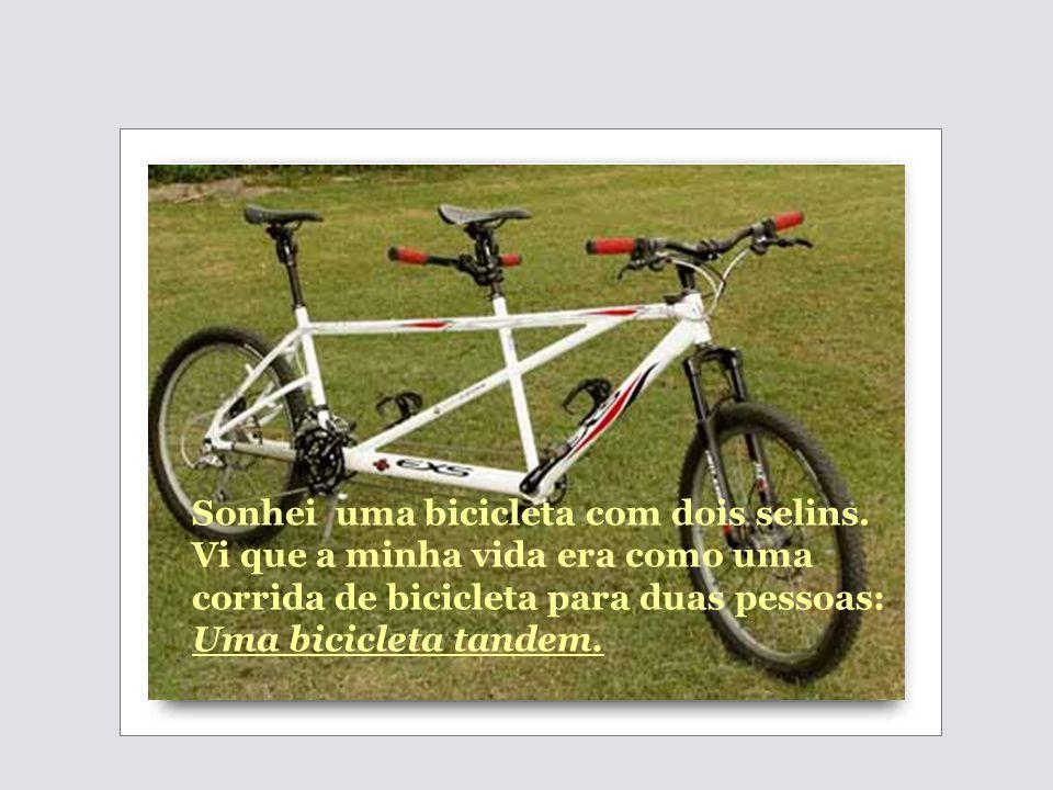 Sonhei uma bicicleta com dois selins.