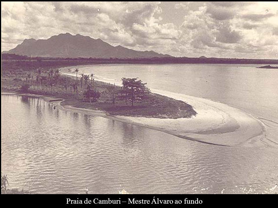 Praia de Camburi – Mestre Álvaro ao fundo