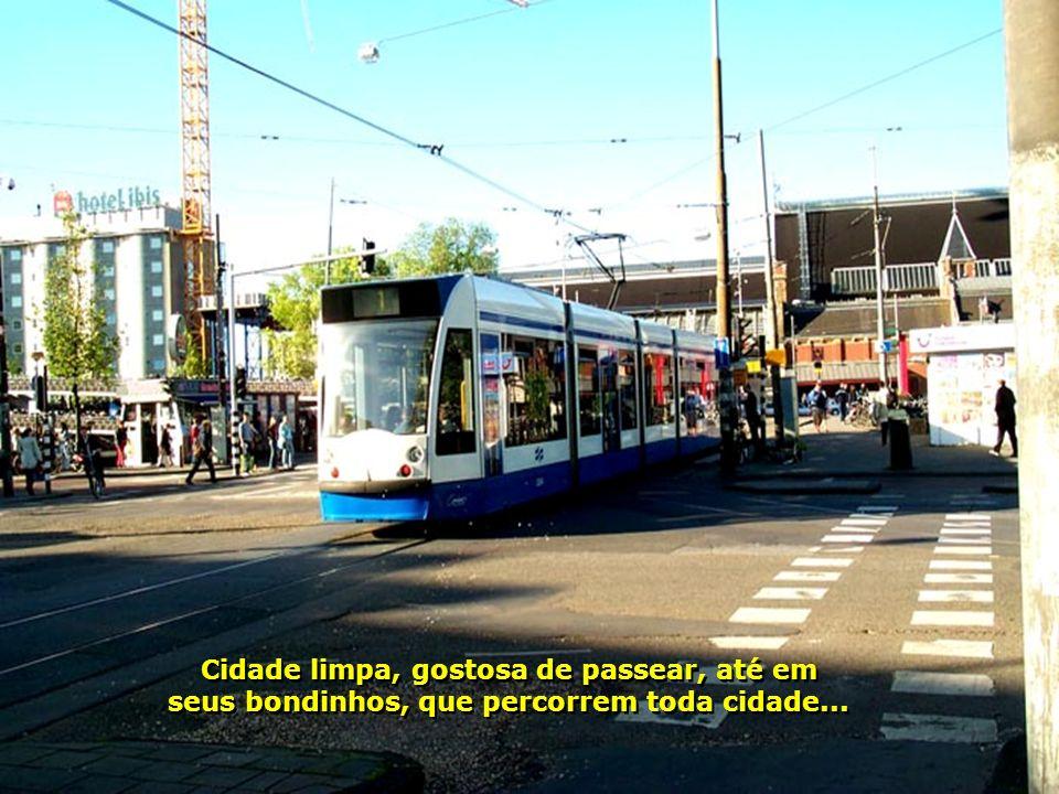 Cidade limpa, gostosa de passear, até em seus bondinhos, que percorrem toda cidade...