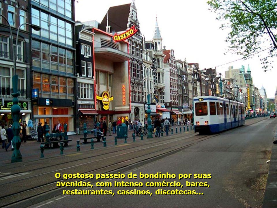 O gostoso passeio de bondinho por suas avenidas, com intenso comércio, bares, restaurantes, cassinos, discotecas...
