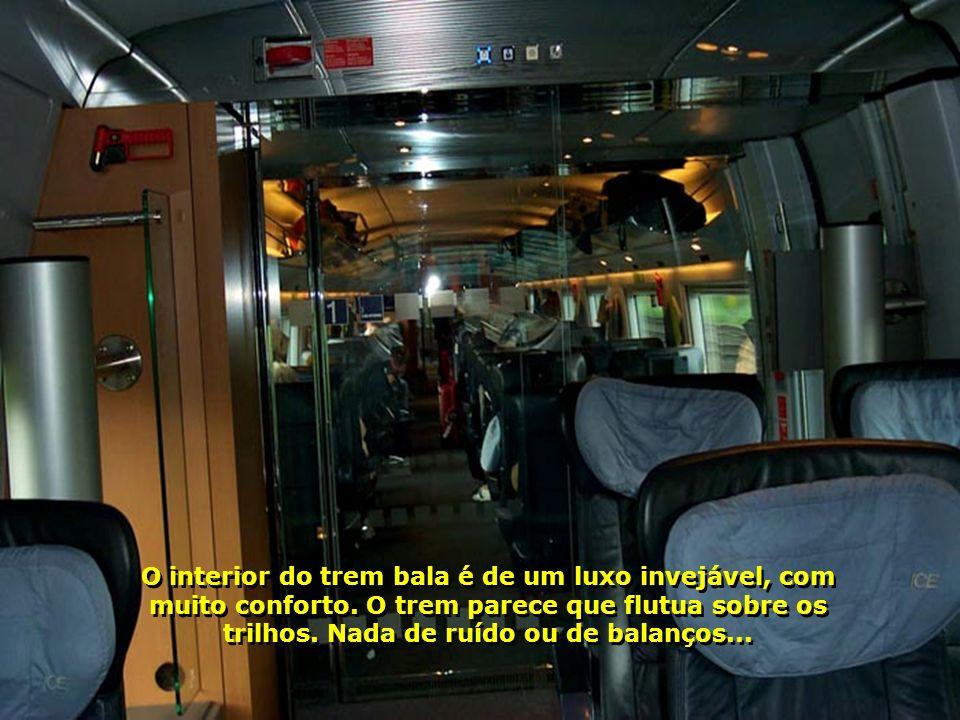 O interior do trem bala é de um luxo invejável, com muito conforto