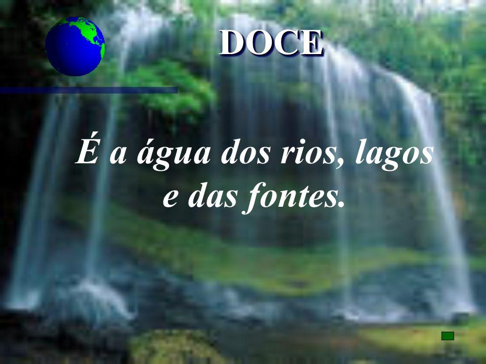 É a água dos rios, lagos e das fontes.