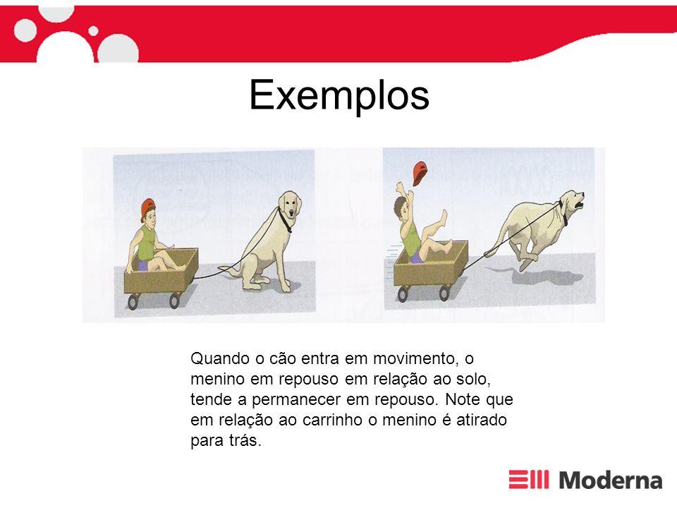 Exemplos Quando o cão entra em movimento, o menino em repouso em relação ao solo,
