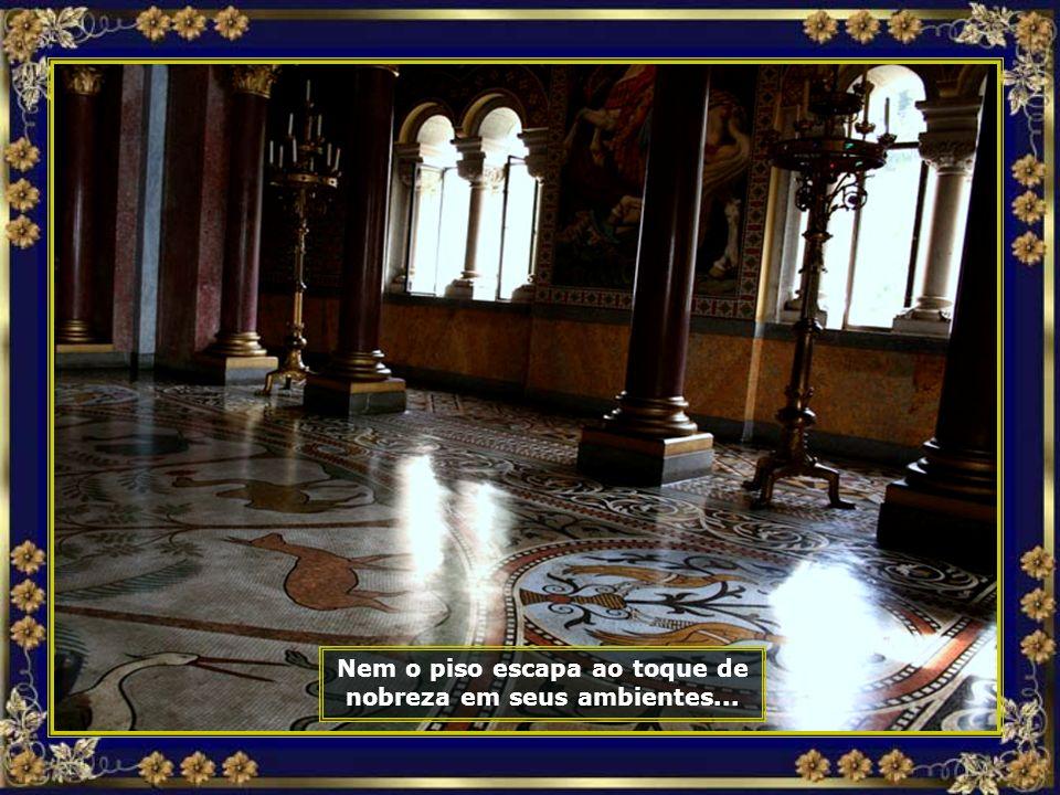 Nem o piso escapa ao toque de nobreza em seus ambientes...