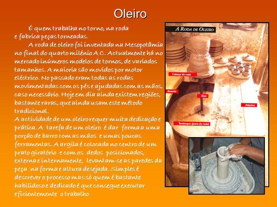 Oleiro É quem trabalha no torno, na roda e fabrica peças torneadas.