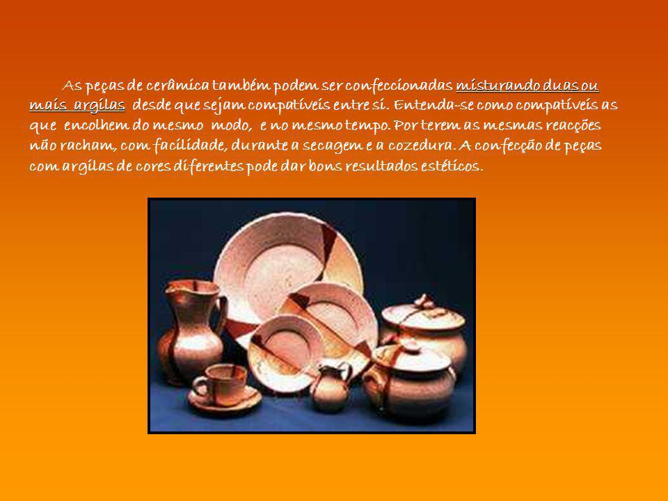 As peças de cerâmica também podem ser confeccionadas misturando duas ou mais argilas desde que sejam compatíveis entre si.