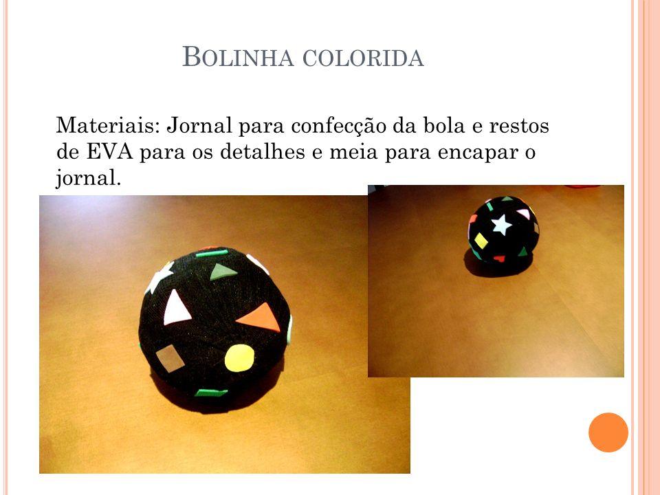 Bolinha colorida Materiais: Jornal para confecção da bola e restos de EVA para os detalhes e meia para encapar o jornal.