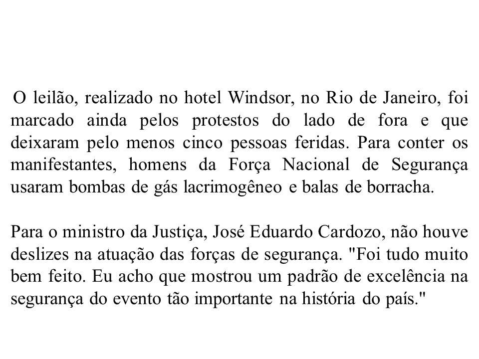 O leilão, realizado no hotel Windsor, no Rio de Janeiro, foi marcado ainda pelos protestos do lado de fora e que deixaram pelo menos cinco pessoas feridas. Para conter os manifestantes, homens da Força Nacional de Segurança usaram bombas de gás lacrimogêneo e balas de borracha.
