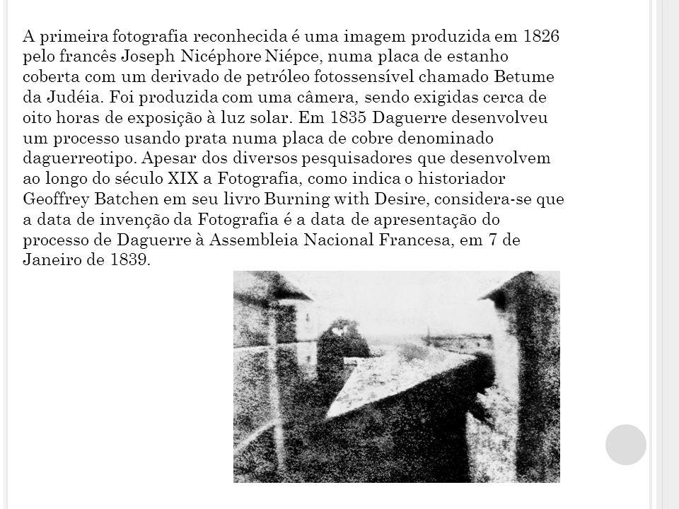 A primeira fotografia reconhecida é uma imagem produzida em 1826 pelo francês Joseph Nicéphore Niépce, numa placa de estanho coberta com um derivado de petróleo fotossensível chamado Betume da Judéia.