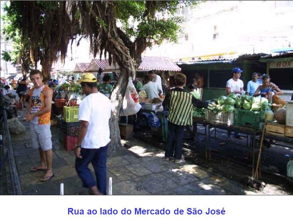 Rua ao lado do Mercado de São José