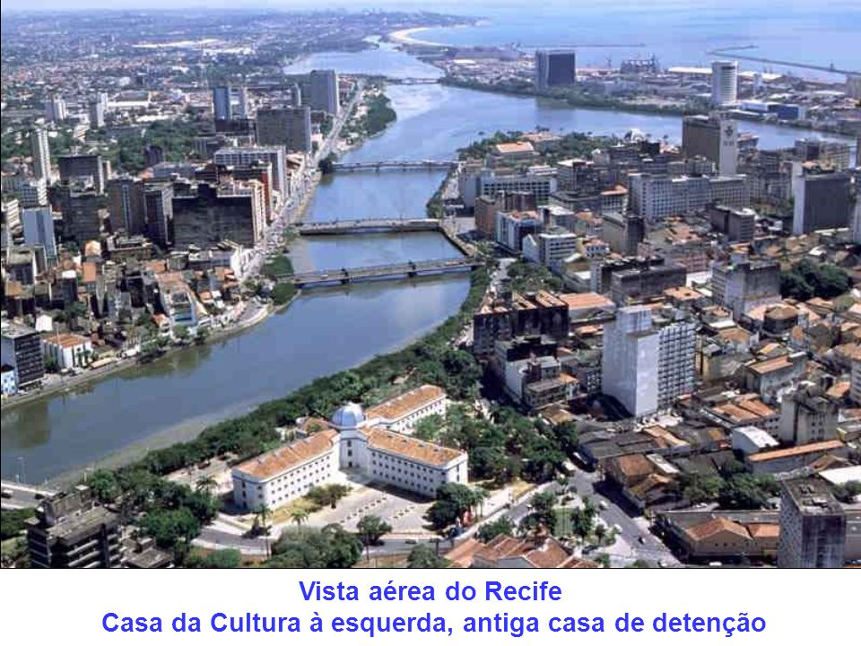 Vista aérea do Recife Casa da Cultura à esquerda, antiga casa de detenção