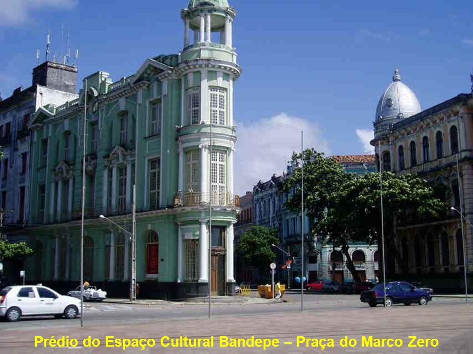 Prédio do Espaço Cultural Bandepe – Praça do Marco Zero