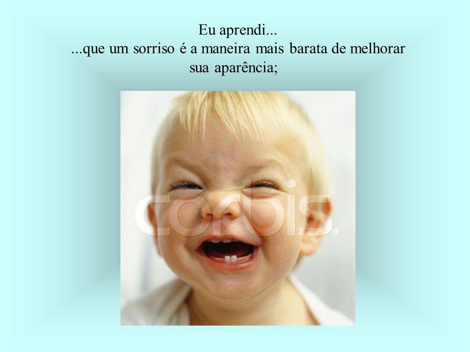 Eu aprendi... ...que um sorriso é a maneira mais barata de melhorar sua aparência;