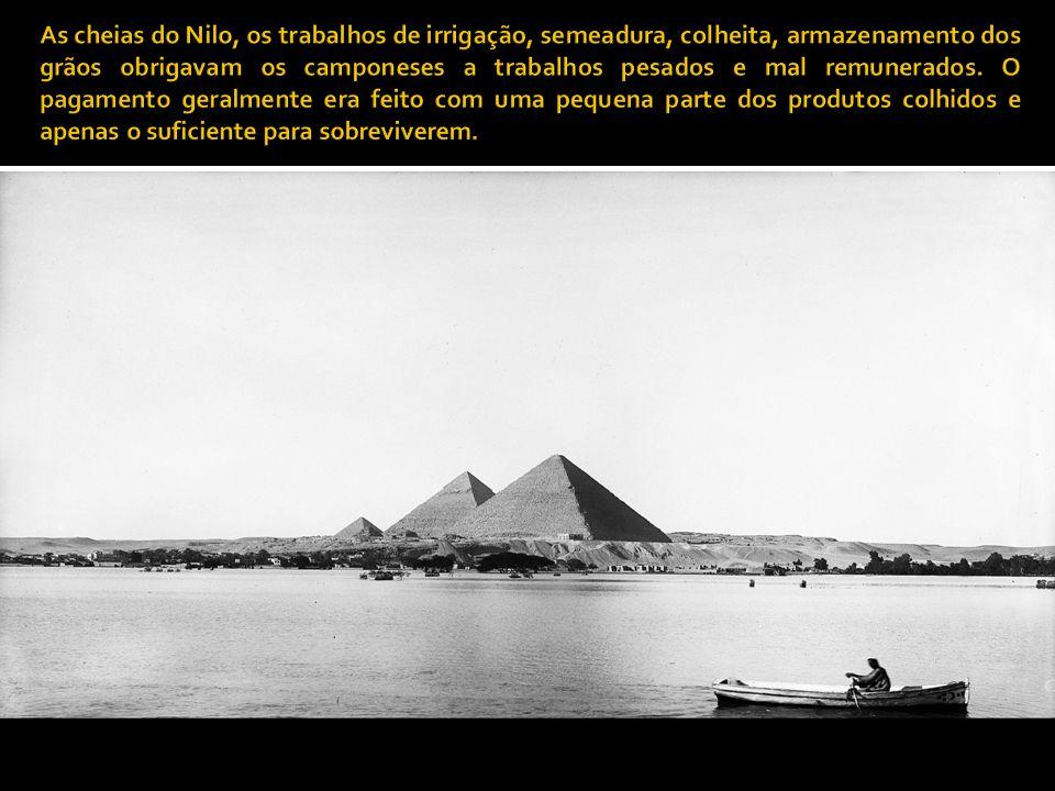 As cheias do Nilo, os trabalhos de irrigação, semeadura, colheita, armazenamento dos grãos obrigavam os camponeses a trabalhos pesados e mal remunerados.