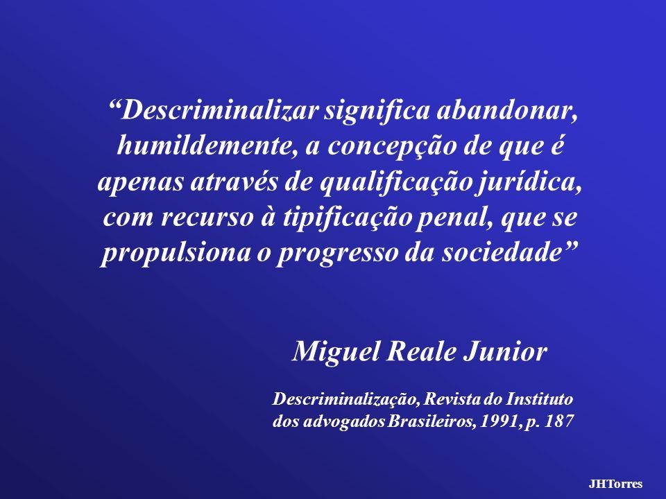 Descriminalizar significa abandonar, humildemente, a concepção de que é apenas através de qualificação jurídica, com recurso à tipificação penal, que se propulsiona o progresso da sociedade