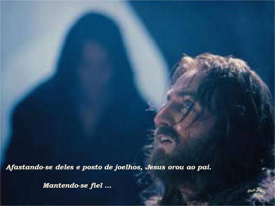 Afastando-se deles e posto de joelhos, Jesus orou ao pai.