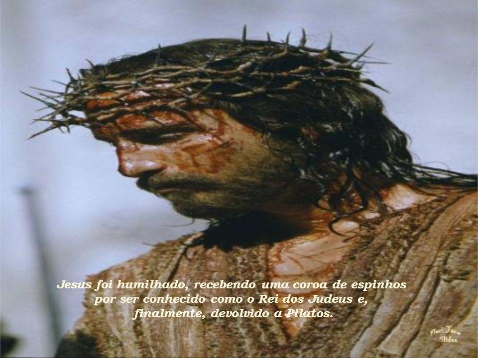 Jesus foi humilhado, recebendo uma coroa de espinhos