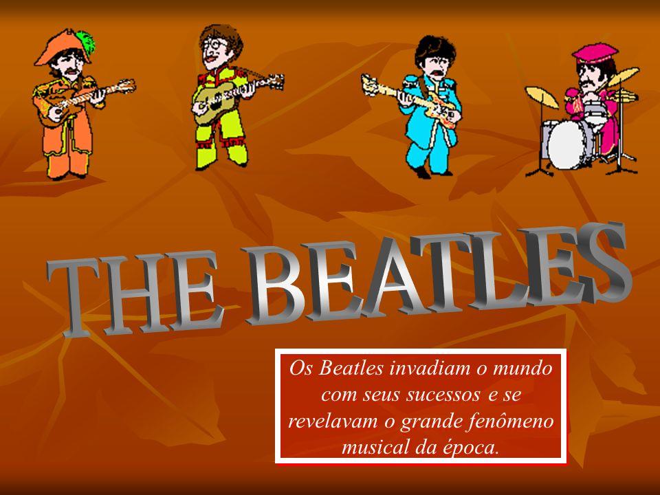THE BEATLES Os Beatles invadiam o mundo com seus sucessos e se revelavam o grande fenômeno musical da época.