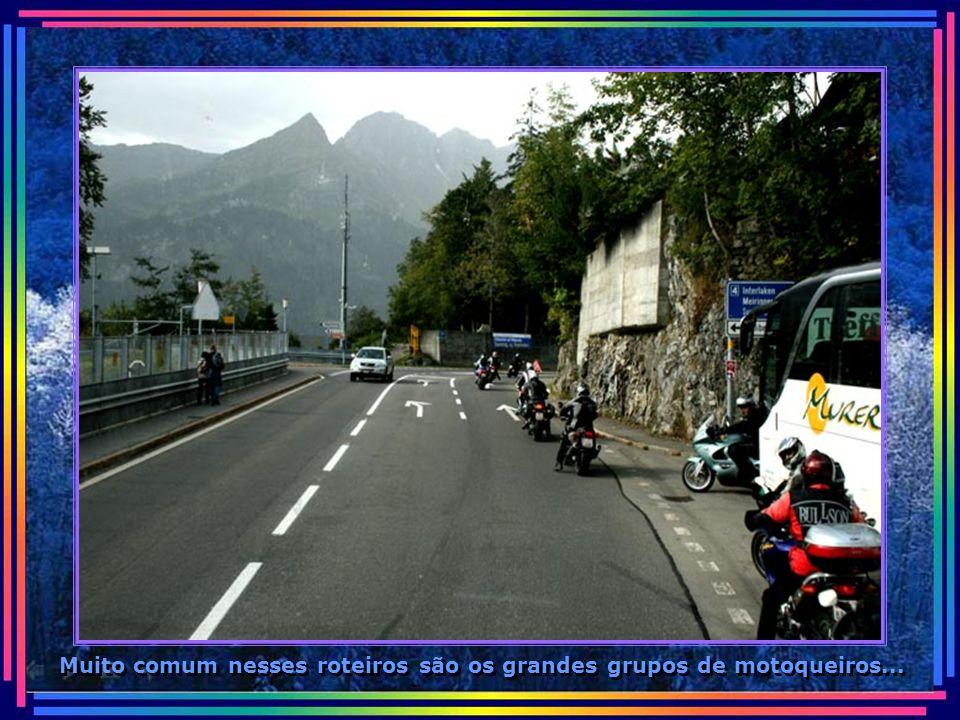 Muito comum nesses roteiros são os grandes grupos de motoqueiros...