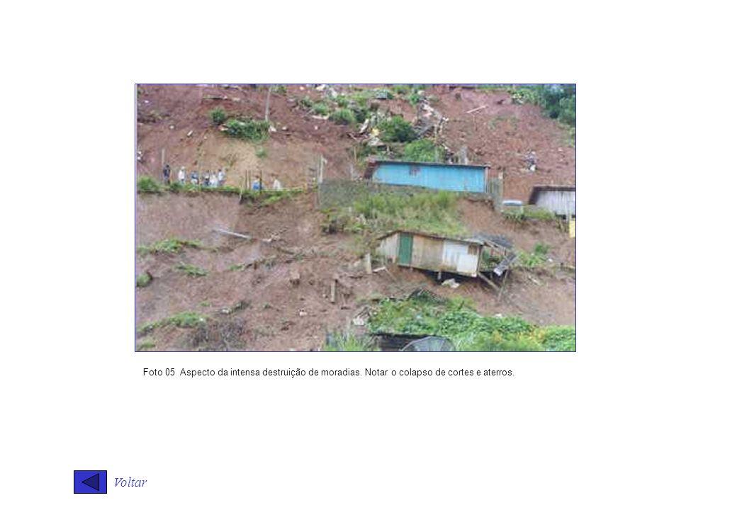 Foto 05 Aspecto da intensa destruição de moradias