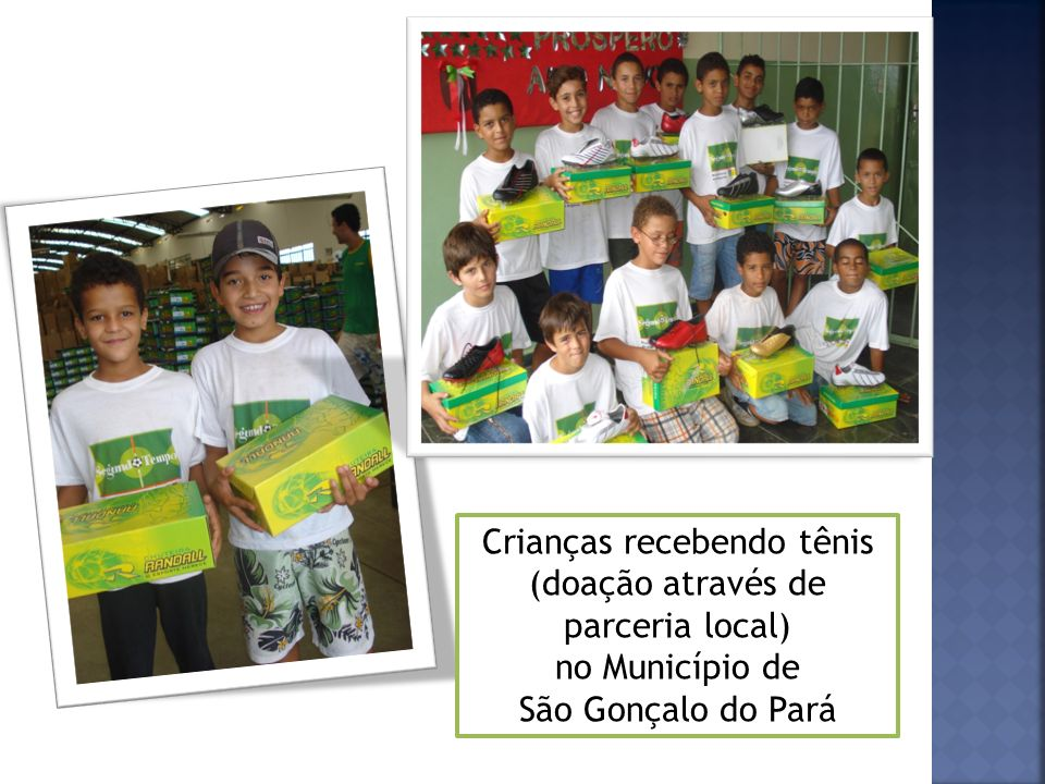 Crianças recebendo tênis (doação através de parceria local)