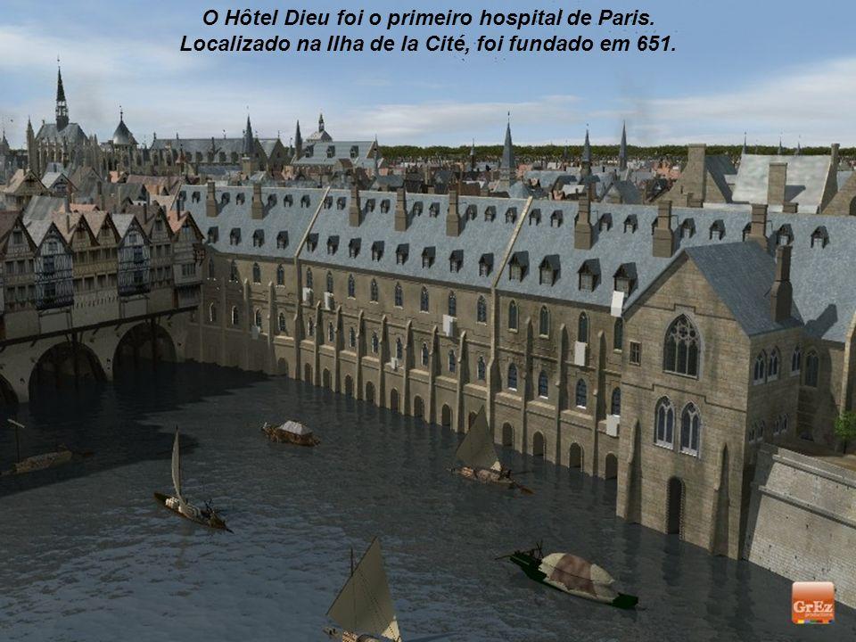 O Hôtel Dieu foi o primeiro hospital de Paris.