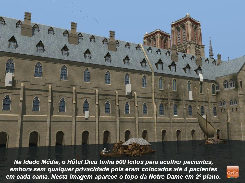 em cada cama. Nesta imagem aparece o topo da Notre-Dame em 2º plano.