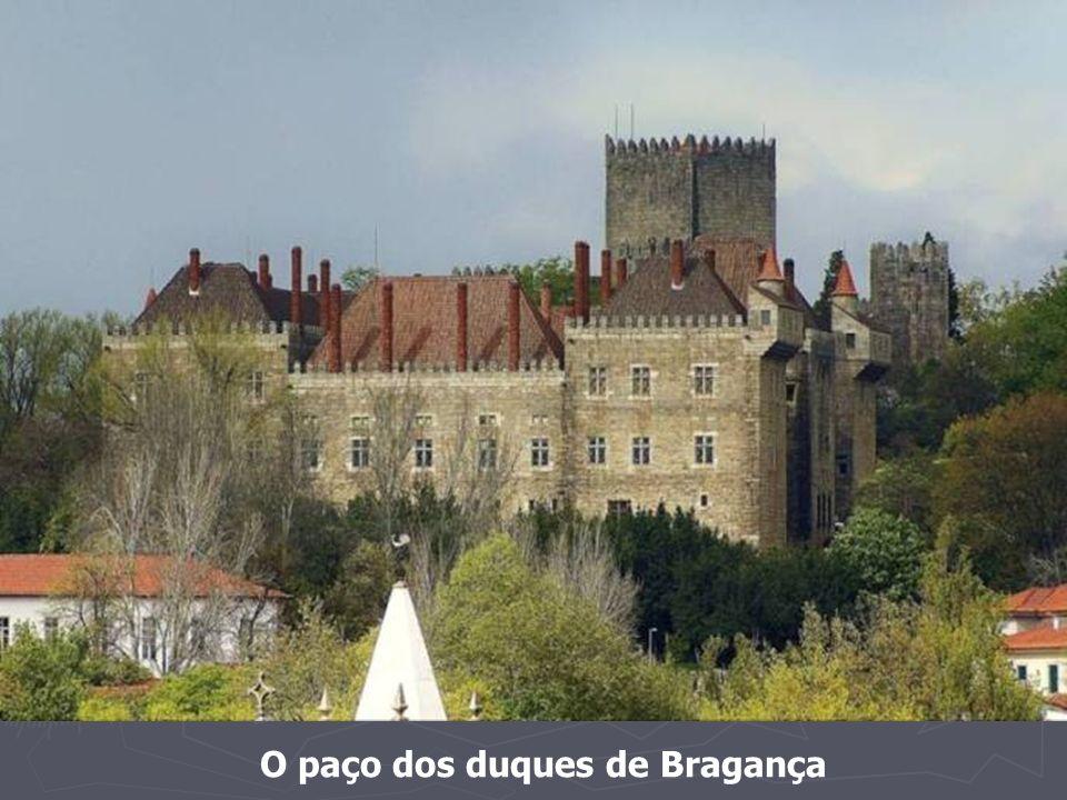 O paço dos duques de Bragança