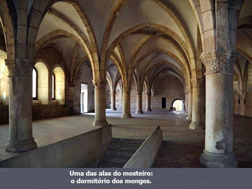 Uma das alas do mosteiro: o dormitório dos monges.