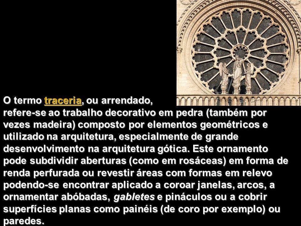 O termo traceria, ou arrendado, refere-se ao trabalho decorativo em pedra (também por vezes madeira) composto por elementos geométricos e utilizado na arquitetura, especialmente de grande desenvolvimento na arquitetura gótica.