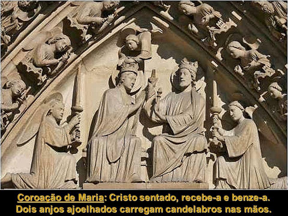 Coroação de Maria: Cristo sentado, recebe-a e benze-a